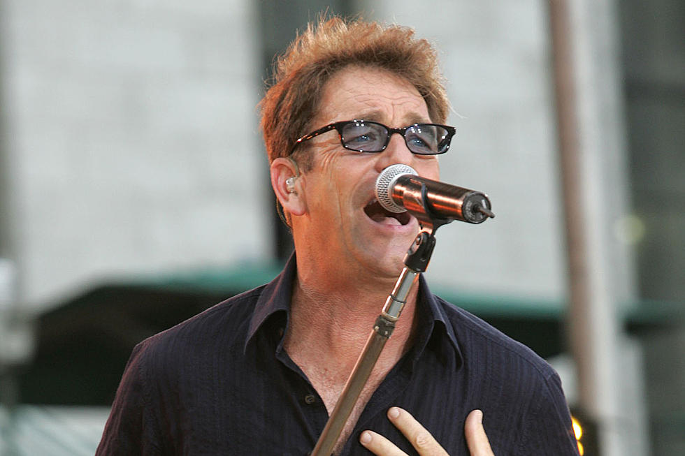 Huey Lewis stops singing due to inner ear disorder