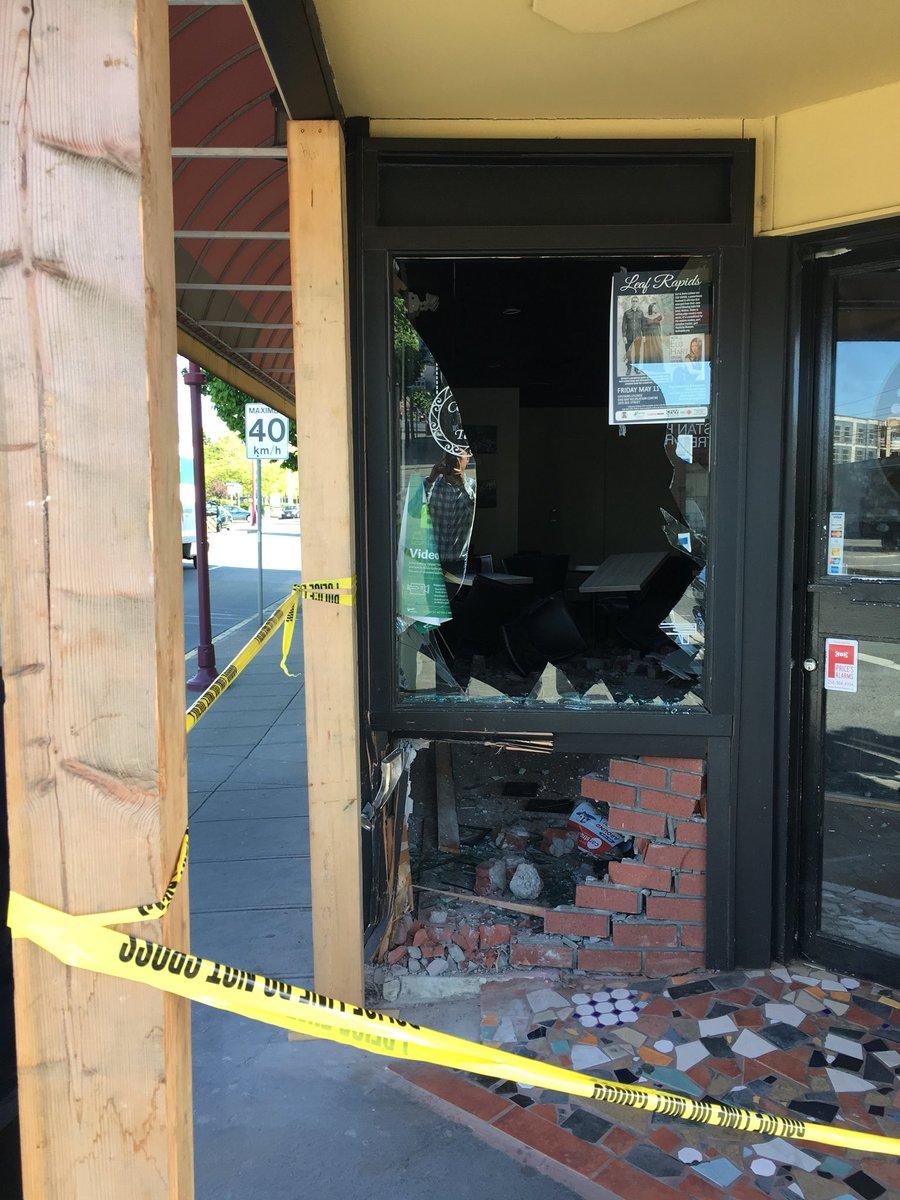 Vehicle crashes into Victoria coffee shop; IIO investigating police action