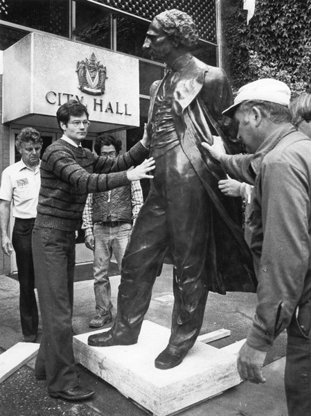 Controversial statue creator weighs on City of Victoria decision