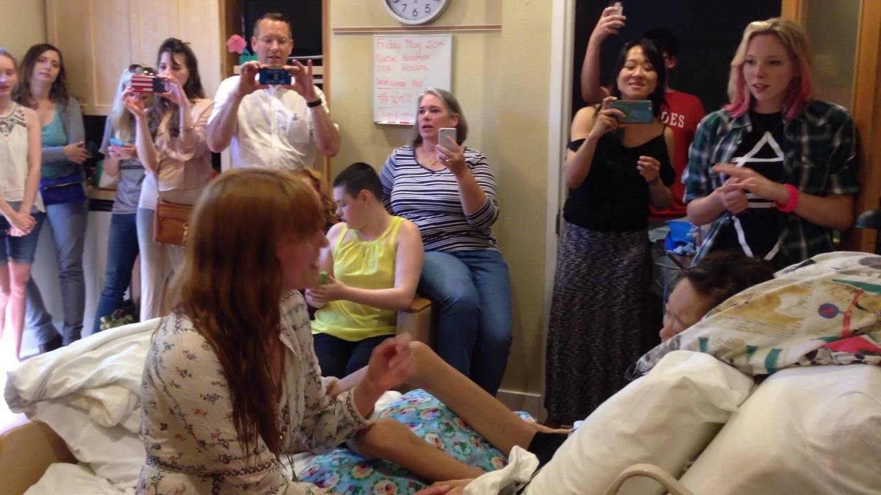 Florence Welch has private Acoustic Performance for Fan in Hospice