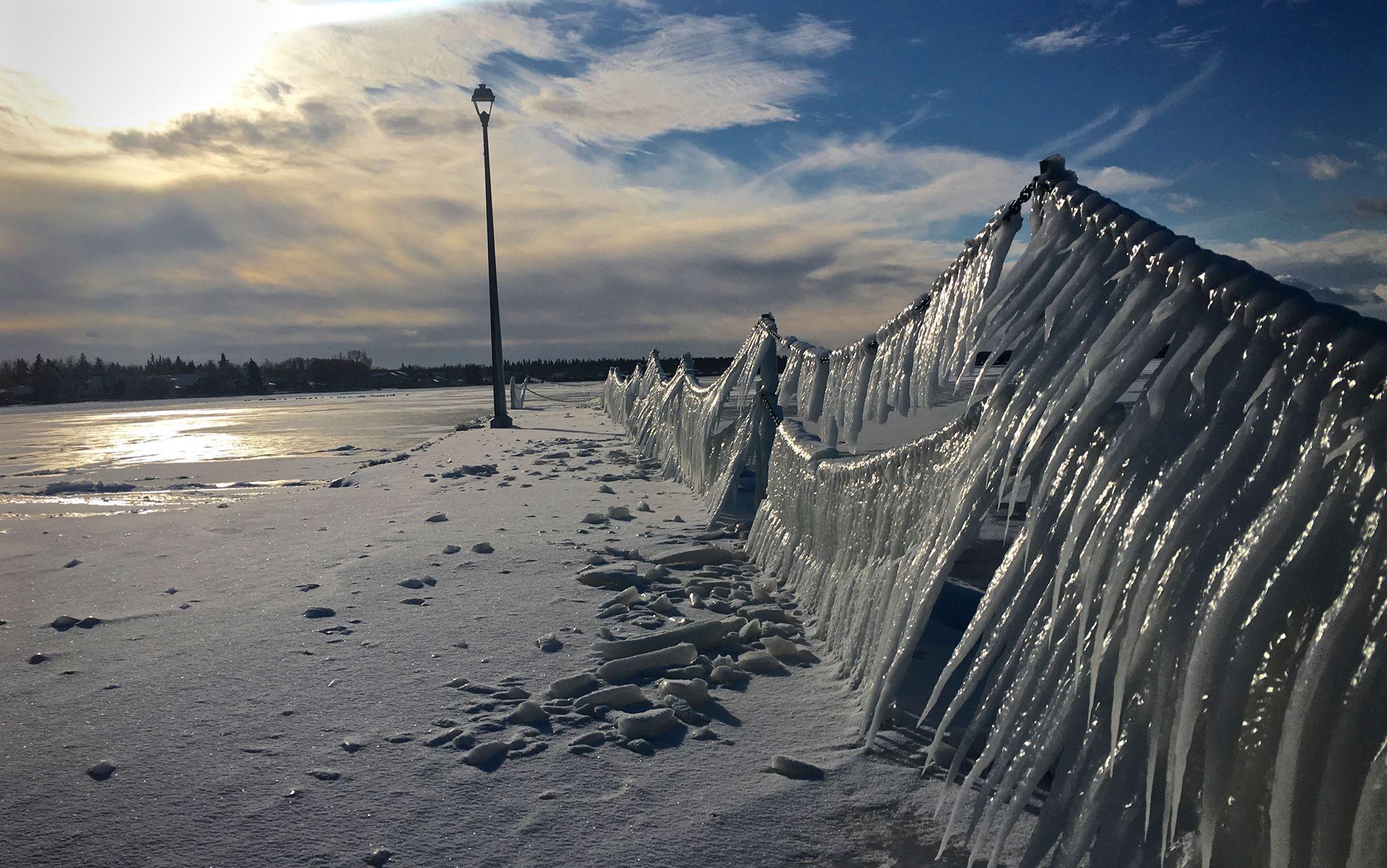 Ice quakes in Alberta Beach?