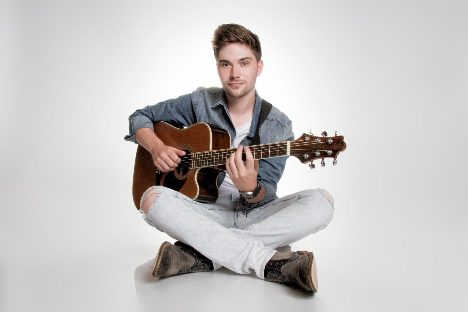 New Artist Tuesday - October 23 - Dustin Bird
