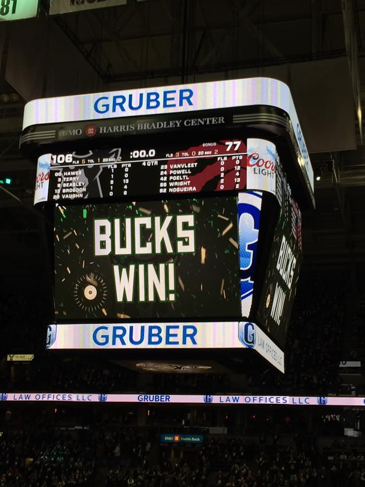 Middleton's 3-Pointer Gives Bucks 116-113 Win Over Chicago