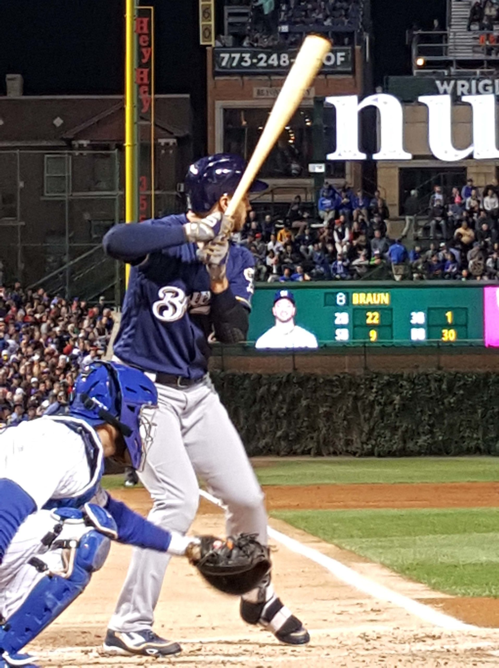 Brewers grab series opener from Cubs