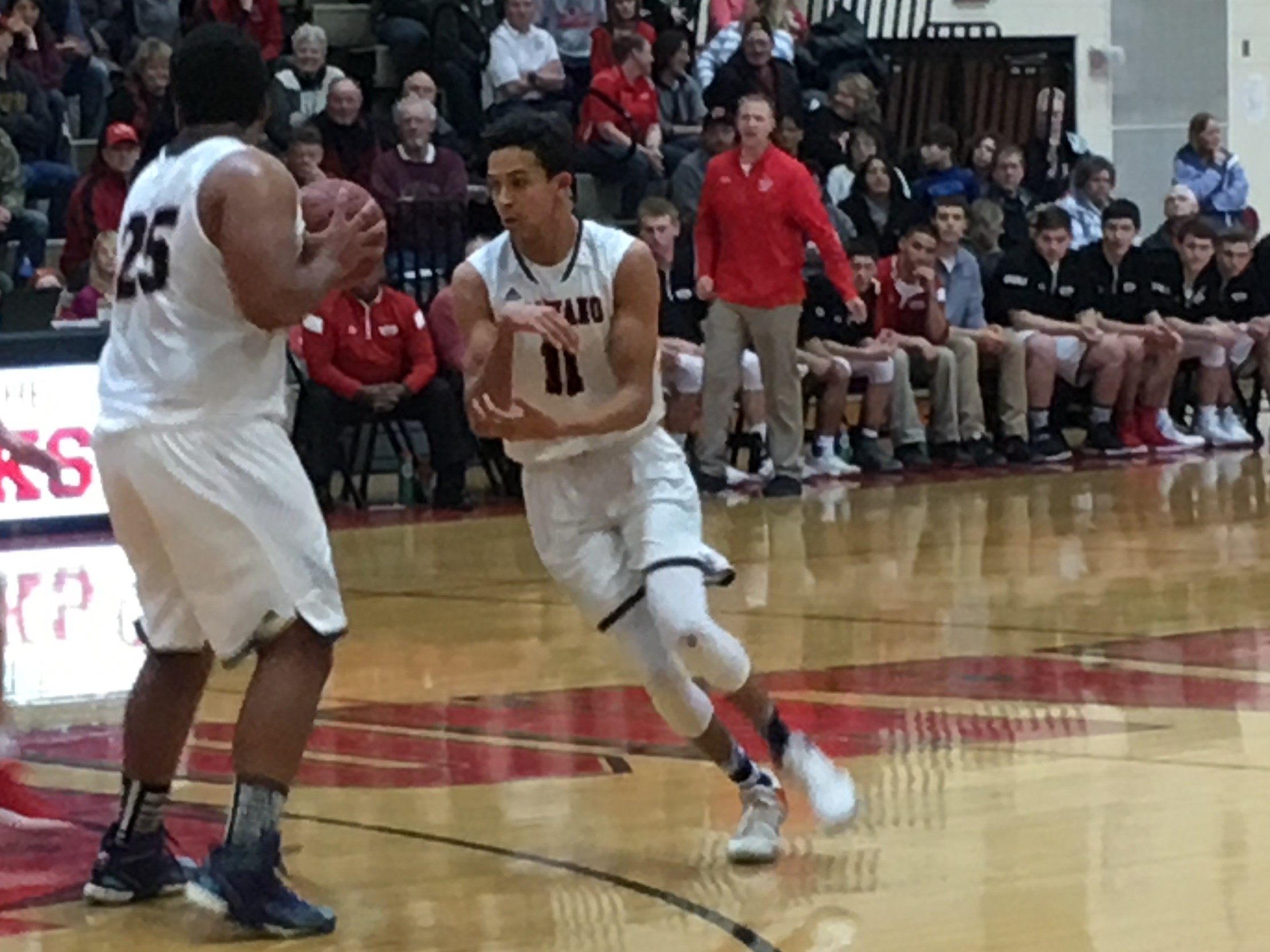 Weisnicht and Wagner lead Shawano past Menasha