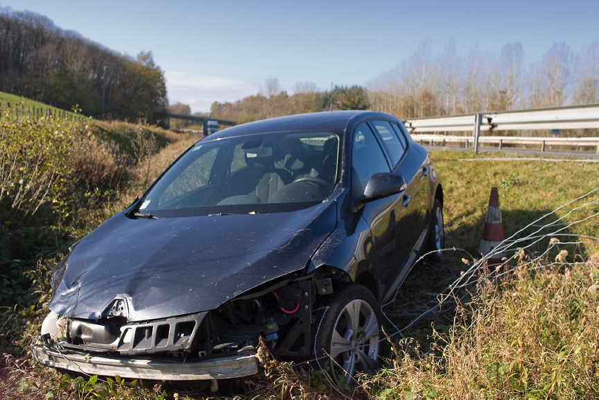 New London Woman Suffers Minor Injuries in Crash
