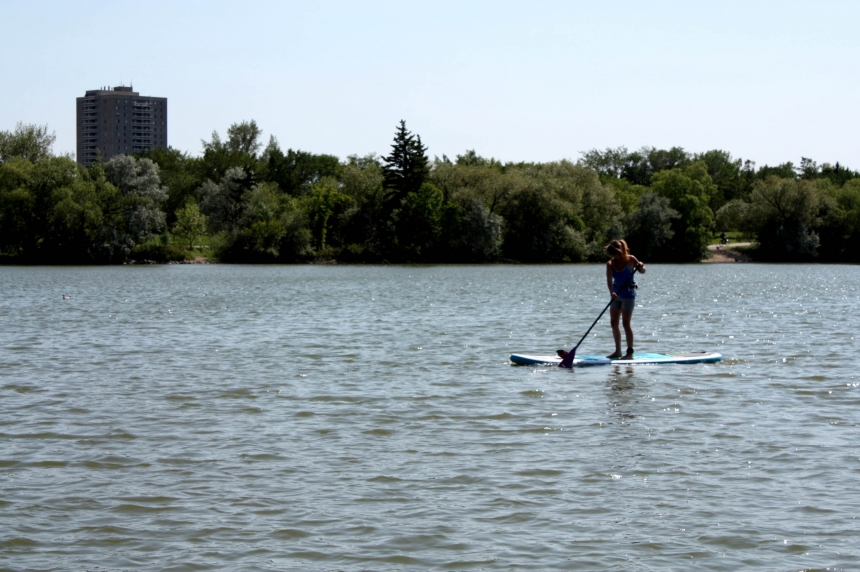 Regina residents try to beat the heat this summer