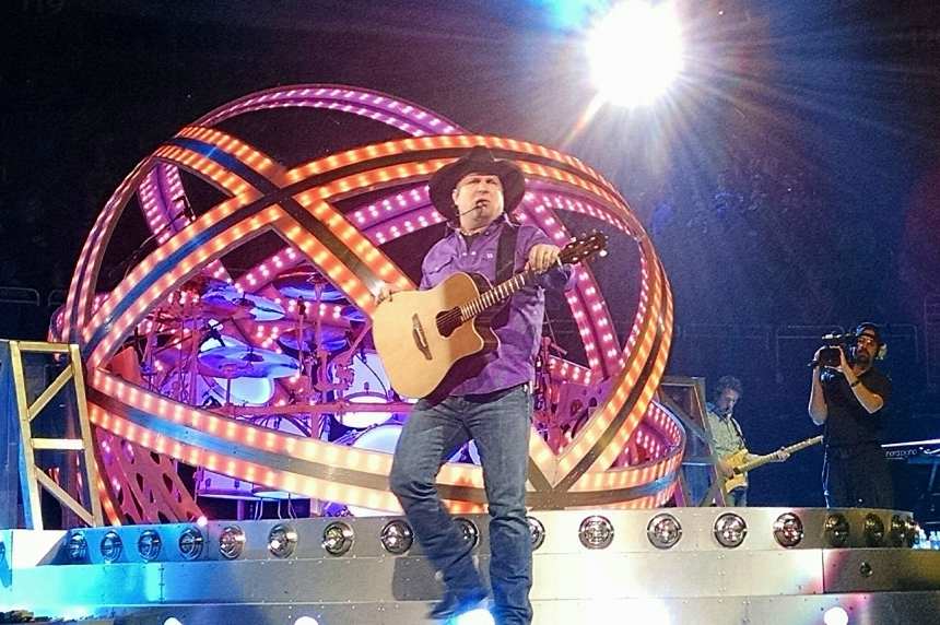 Garth Brooks in Saskatchewan to raise money for Children's Hospital