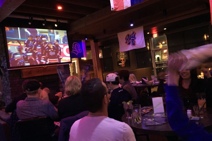 Canadian bars cashing in on NHL playoffs