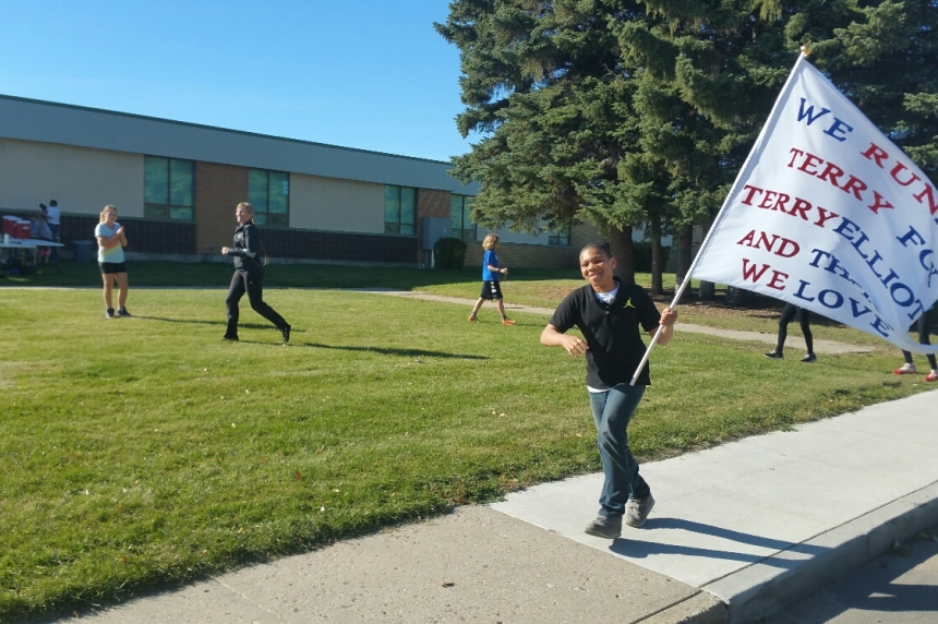 Saskatoon students pay tribute to lost caretaker for Terry Fox Day