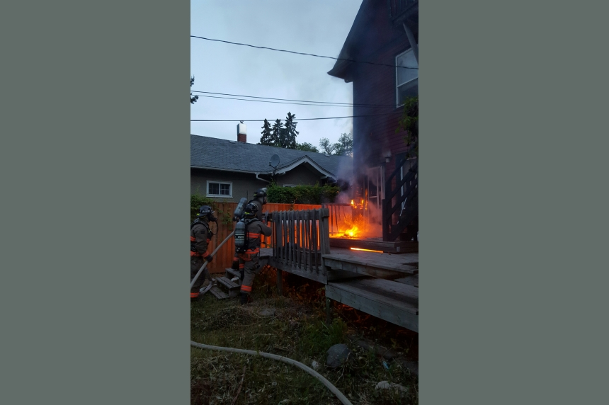5 people flee early morning house fire in Buena Vista