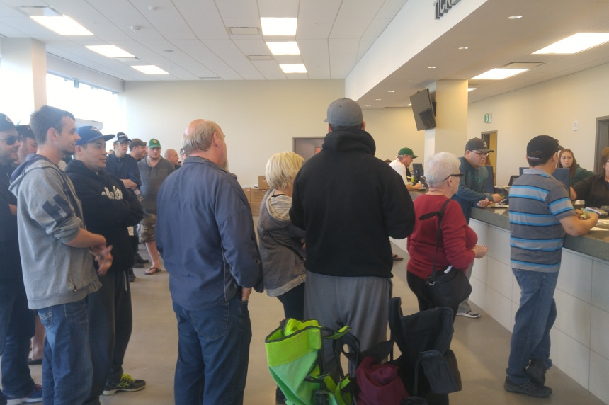 Power outage causes concern for fans waiting on Pats tickets