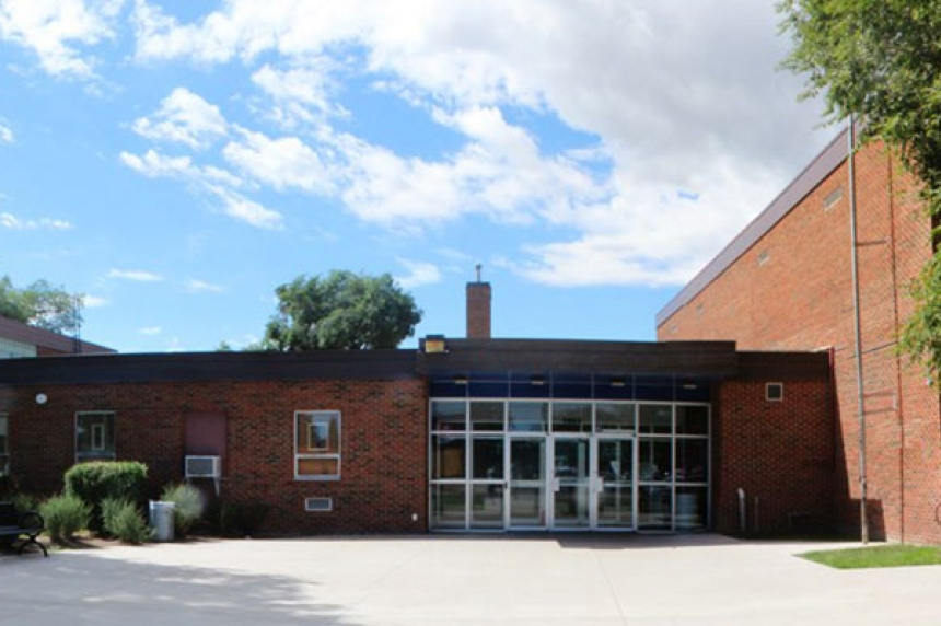 School bomb threat tied to white powder cases: police