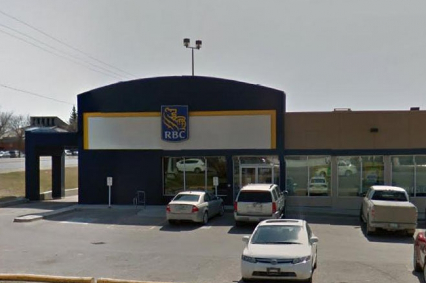 Regina bank robbed at gunpoint