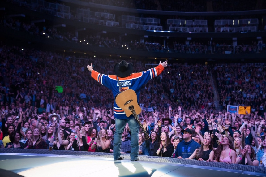 Garth Brooks reportedly gives 5 millionth fans SUV, truck in Edmonton
