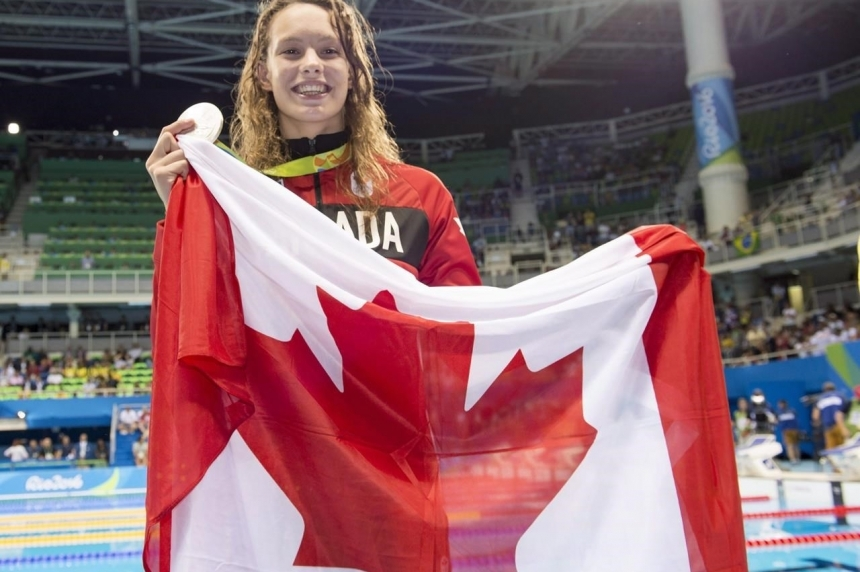 Canada's Penny Oleksiak ties for gold in 100 metre freestyle at Rio Olympics