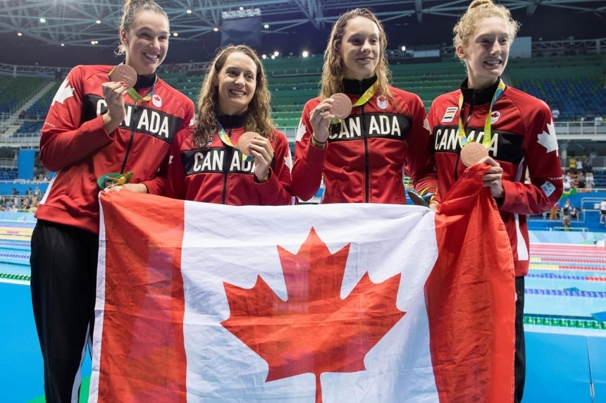 Roundup: Relay swimmers cap big day for Canadian women's teams in Rio