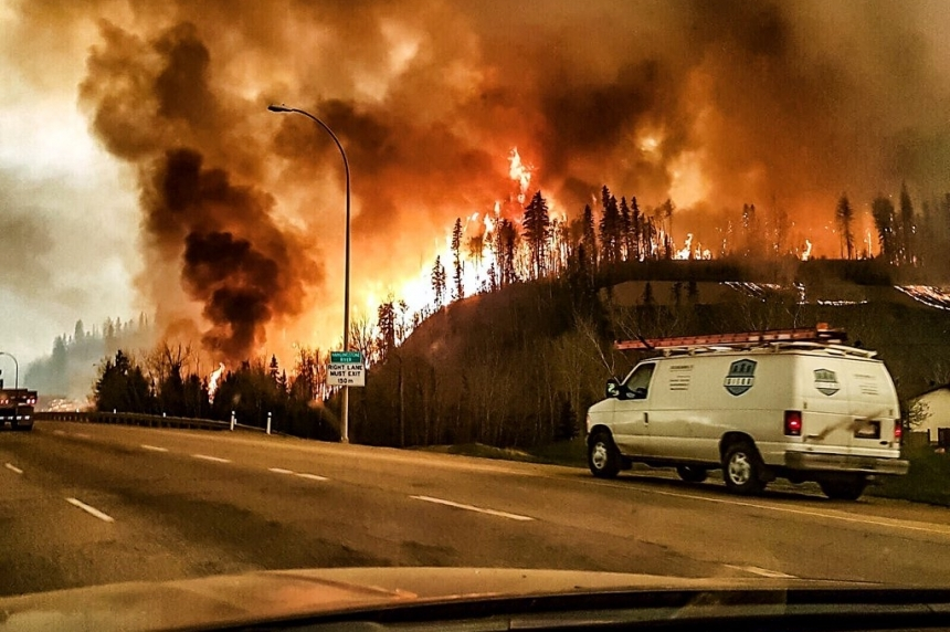 Helicopter pilot, evacuees reflect on Fort McMurray wildfire