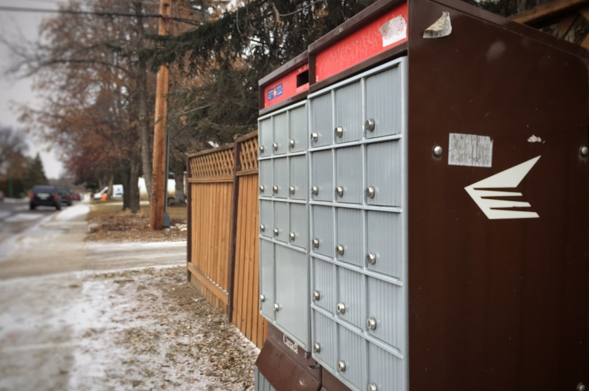 Canada Post continues delivery after thieves break into Saskatoon mailbox