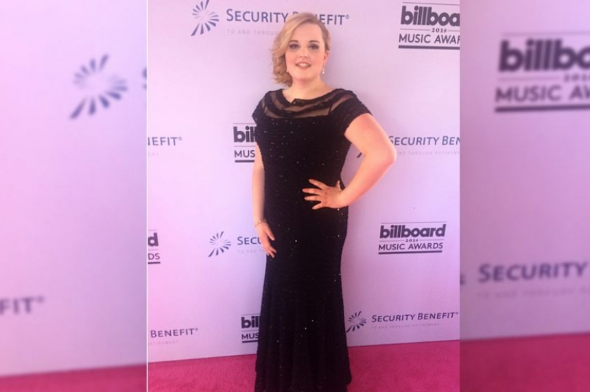 Saskatchewan country singer on the red carpet at Billboard Music Awards