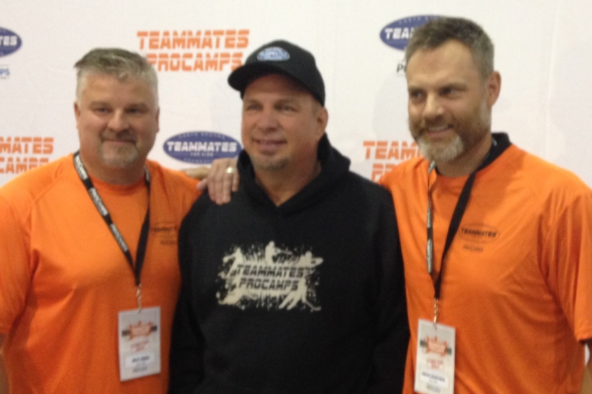 Garth Brooks hosts hockey camp amidst marathon performance schedule