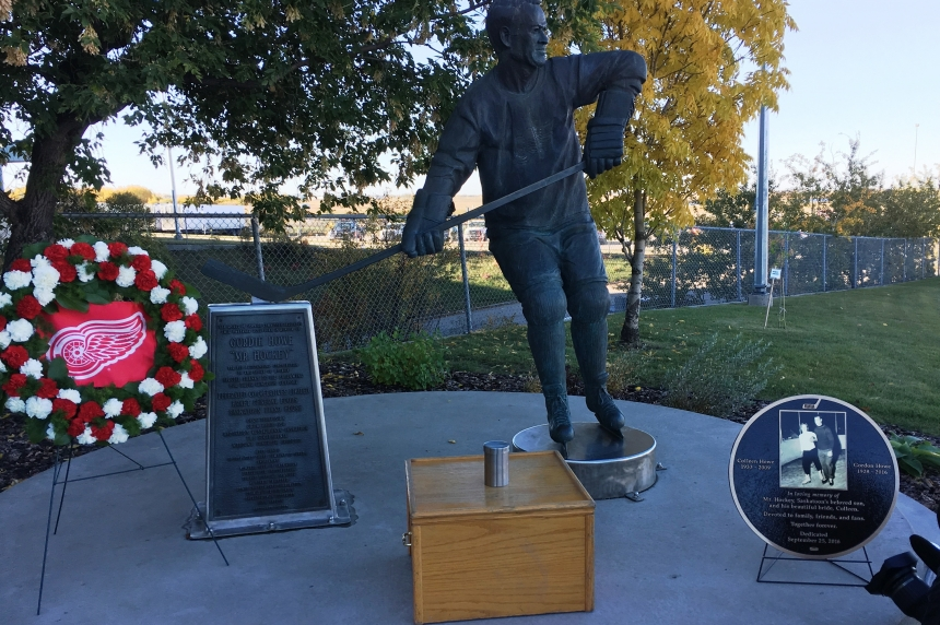 Gordie Howe's ashes laid to rest outside SaskTel Centre