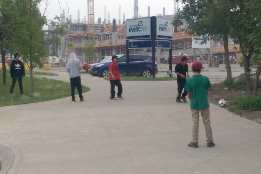 Regina sheltering 1,100 evacuees