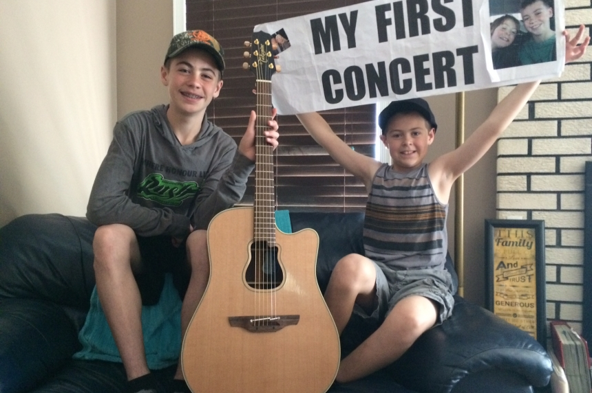 Saskatoon 'guitar boys' get ultimate gift from Garth Brooks