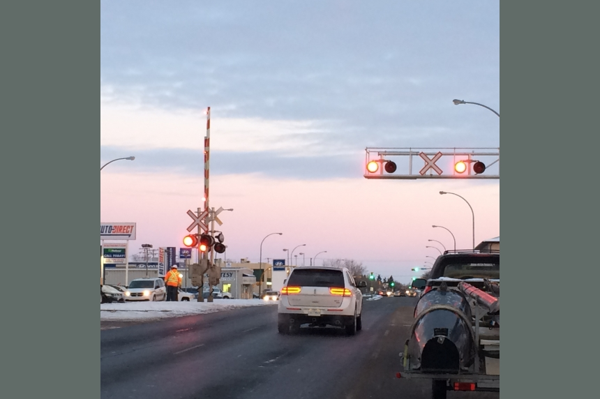 Crossing arms pause traffic on Regina's Broad Street
