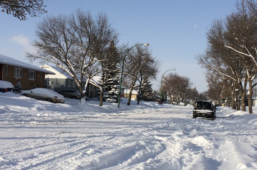 Plows busy clearing Regina streets after snowfall