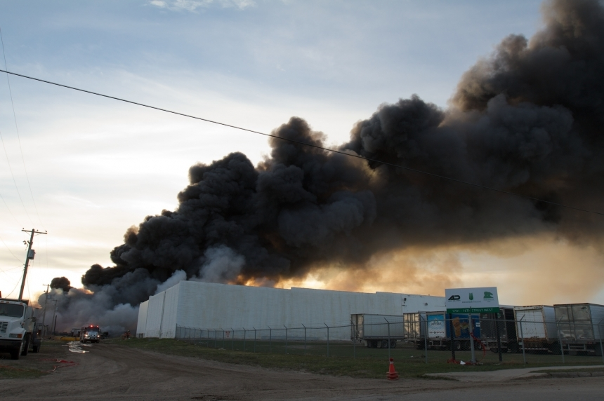 Massive fire destroys vehicles at Saskatoon salvage yard
