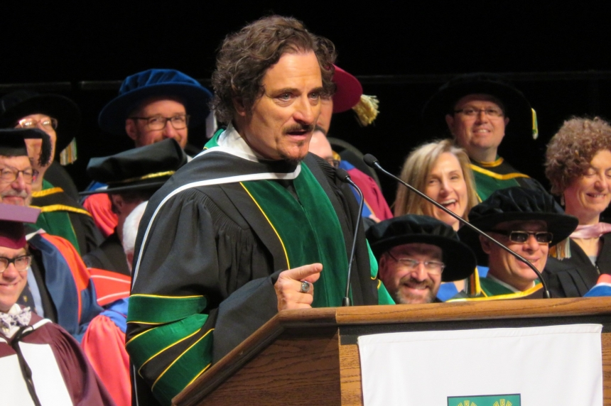 Kim Coates tells U of S grads to 'follow your bliss'
