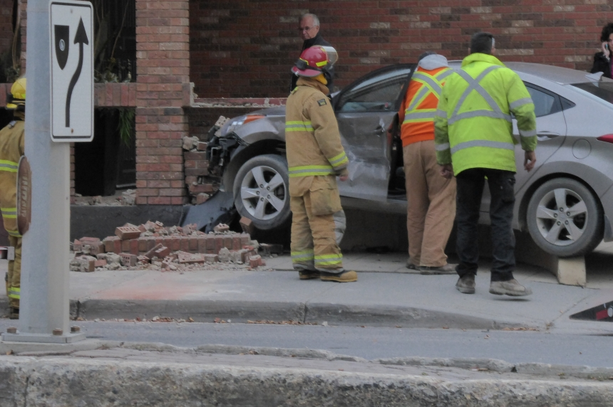 Car crashes into Regina restaurant