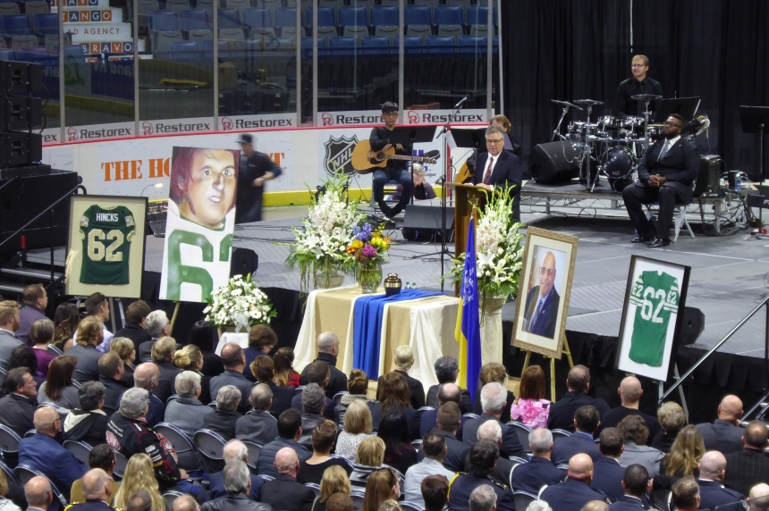 'We'll never forget you:' Hundreds remember late councillor Terry Hincks