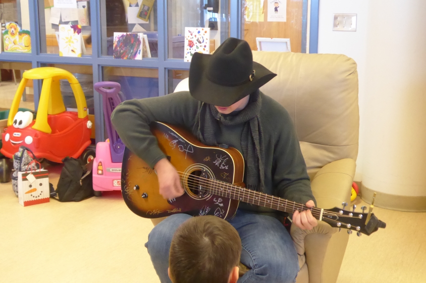 Local singer brings the gift of song to pediatrics at the Regina General