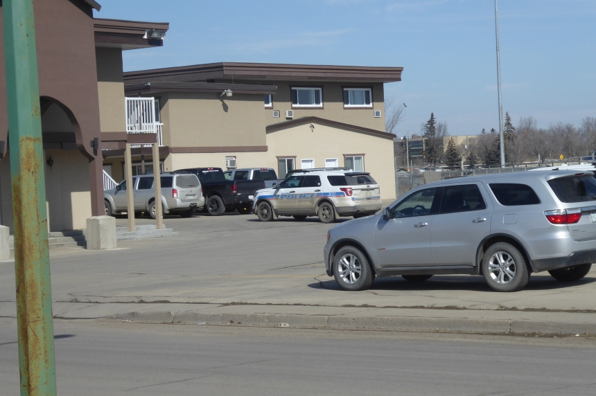 SWAT called to Regina motel, 2 people charged
