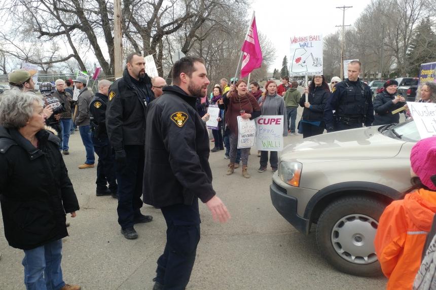 Saskatoon police reviewing premier's dinner protest response