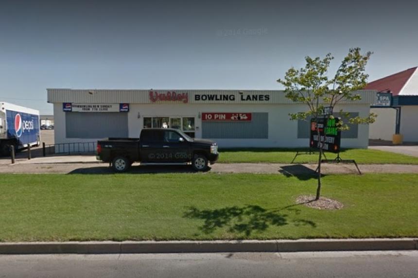 UPDATE: Saskatoon man dies after 'senseless' pool cue attack at Man. bowling alley