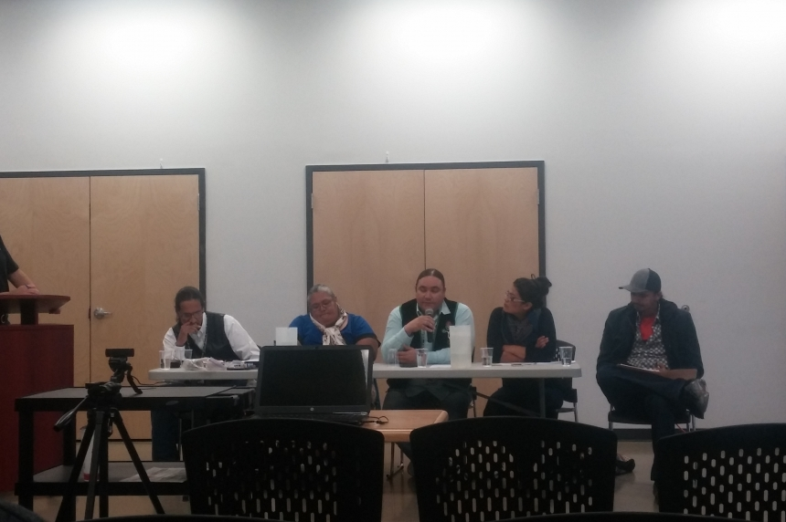 Sovereignty and indigenous issues centre at 'vote or not vote' public forum