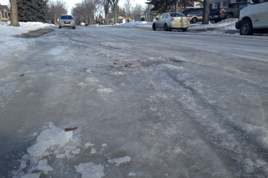 Battling icy roads: Regina to test liquid salt in 2016