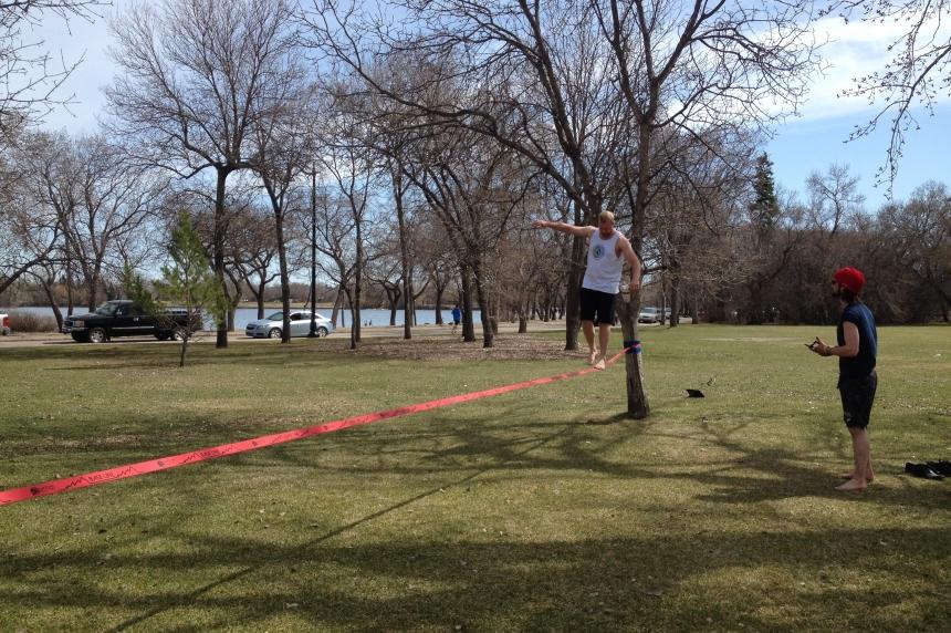 From picnics to slacklining: people enjoy hot weather in Regina