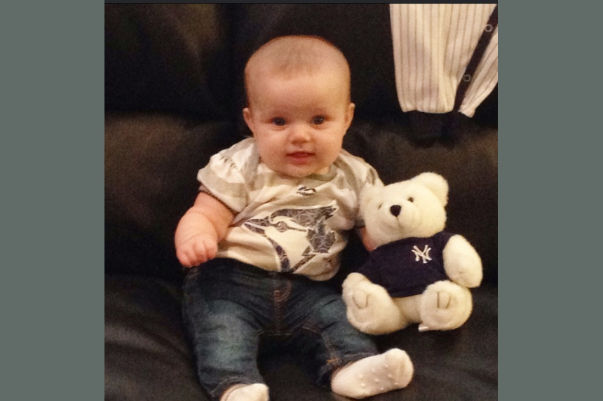 Baby in baseball tug-of-war between Blue Jays dad, Yankees mom
