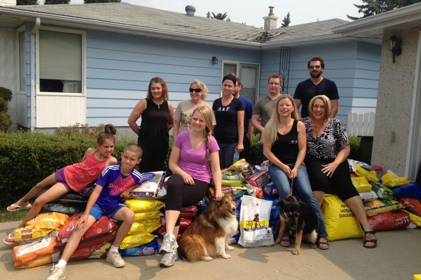 Pets left behind in Sask. fire evacuations fed by volunteers