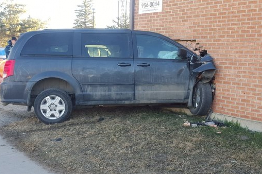 Man arrested after minivan crashes into apartment building in Saskatoon