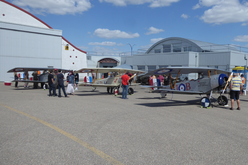 Replica World War I planes land in Regina