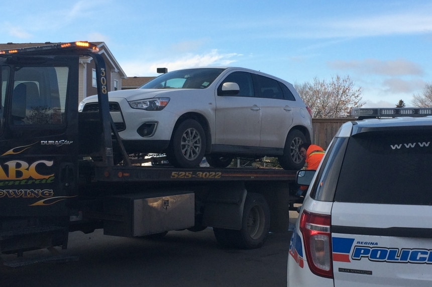 Man arrested in Regina theft of vehicle with child inside