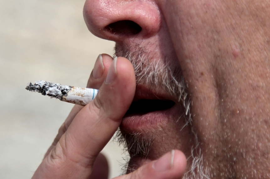 Regina bar bans smoking on patio, city waiting for provincial ban