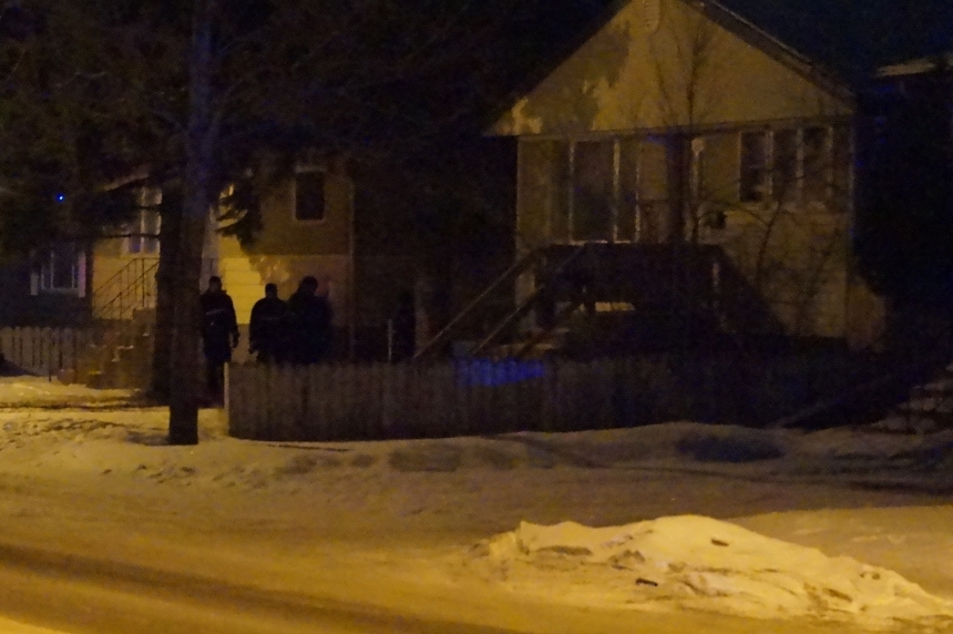 Police surround home on Saskatoon's Avenue W