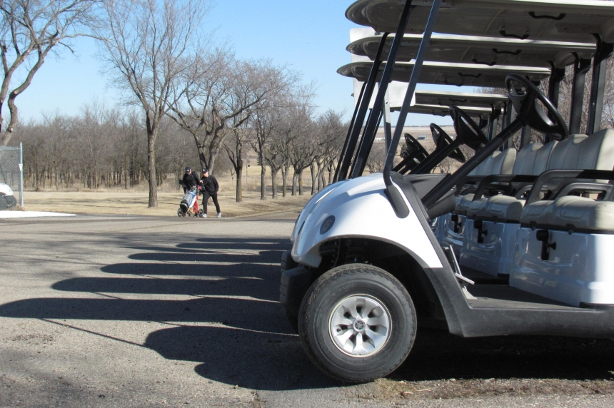 Golfers enjoy 1st day of the season at Regina course