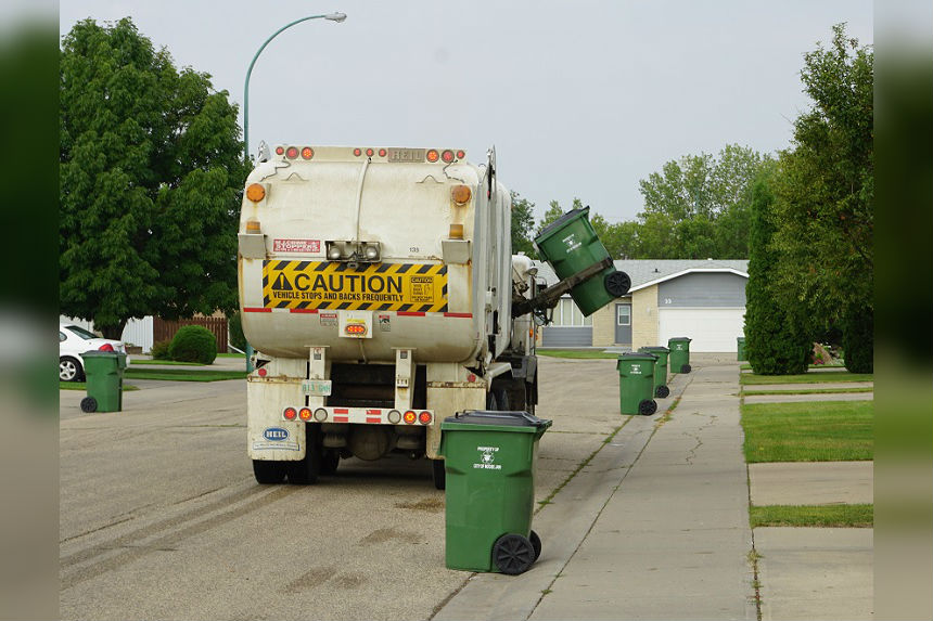 Moose Jaw delays expanding curbside garbage collection